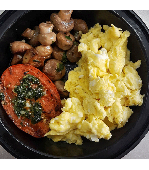 Scrambled Eggs w/Grilled Tomato & Mushrooms