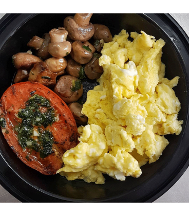 Scrambled Eggs W Grilled Tomato Mushrooms